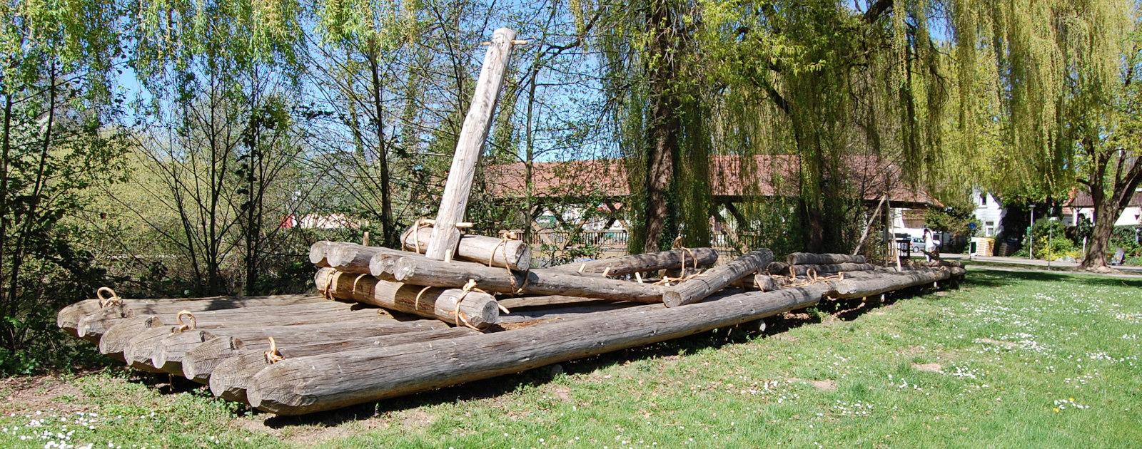 Nachbau eines historischen Floßes in Willstätt