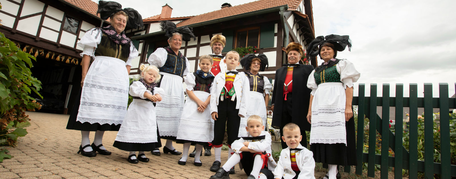 Familie in Hanauer-Tracht