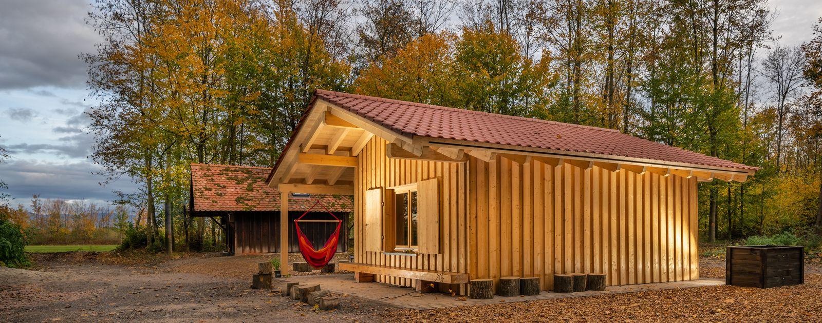Holzhütte im Wald - Waldkindergarten