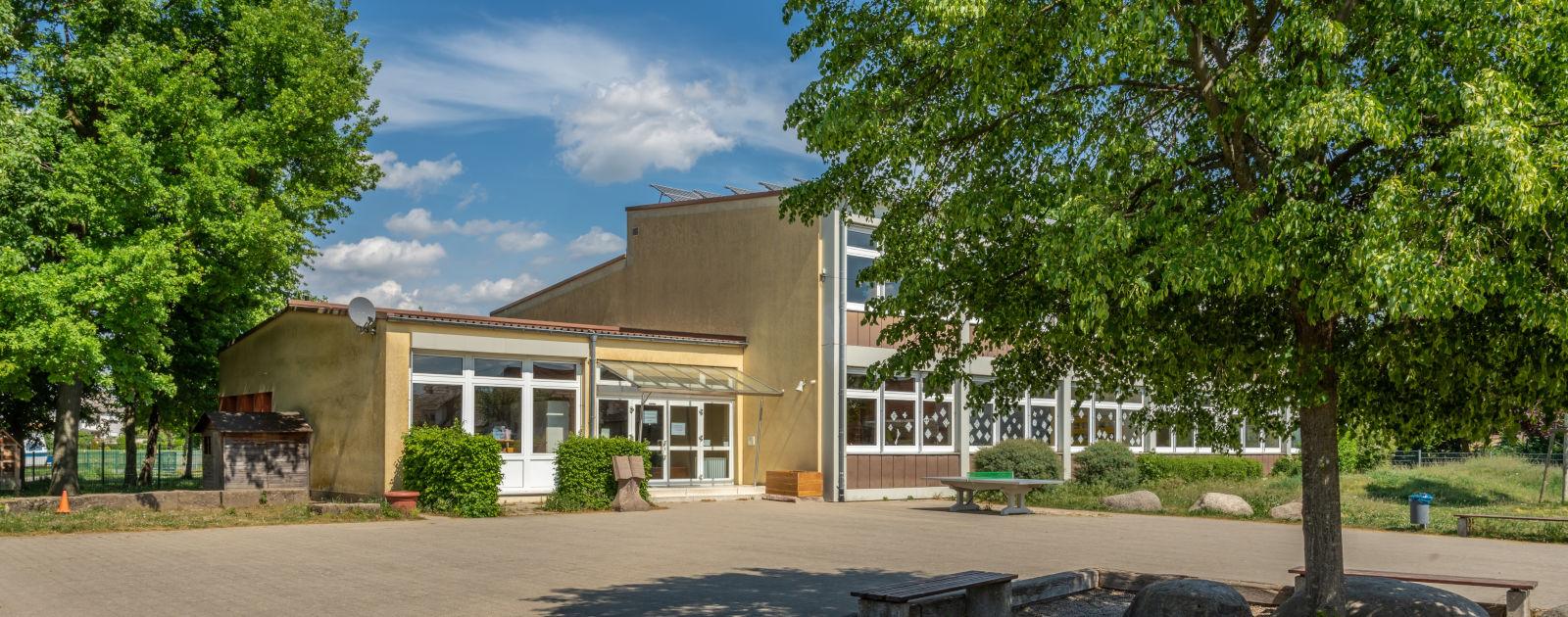 Außenansicht Johannes-Beinert-Schule Eckartsweier